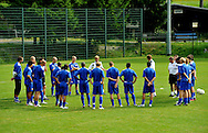 06-08-2008 Voetbal:Maikel Aerts:Bad-Schandau:Duitsland<br /> Willem II is in Oost Duitsland in Bad-Schandau voor een trainingskamp.<br /> De selectie van Willem II luistert aandachtig naar de trainer Andries Jonker<br /> <br /> foto: Geert van Erven