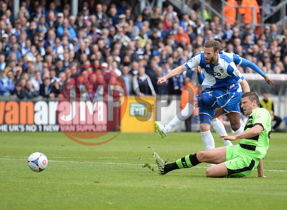 Bristol Rovers' Andy Monkhouse shoots at goal. - Photo mandatory by-line: Alex James/JMP - Mobile: 07966 386802 - 03/05/2015 - SPORT - Football - Bristol - Memorial Stadium - Bristol Rovers v Forest Green Rovers - Vanarama Football Conference