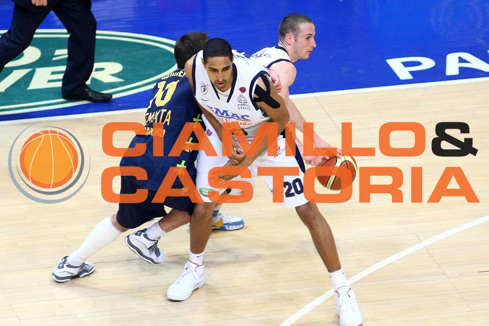 DESCRIZIONE : Bologna Lega A 2008-09 GMAC Fortitudo Bologna Premiata Montegranaro<br /> GIOCATORE : Marcelo Huertas<br /> SQUADRA : GMAC Fortitudo Bologna<br /> EVENTO : Campionato Lega A 2008-2009<br /> GARA : GMAC Fortitudo Bologna Premiata Montegranaro<br /> DATA : 15/04/2009<br /> CATEGORIA : palleggio blocco<br /> SPORT : Pallacanestro<br /> AUTORE : Agenzia Ciamillo-Castoria/M.Minarelli