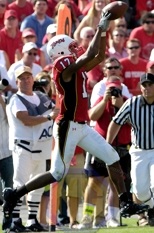 2606 October 2007:  Maryland wide receiver Danny Oquendo (17) make a reception for an 8-yard gain in the 4th quarter against the Georgia Tech Yellow Jackets on October 6, 2007 at Byrd Stadium in College Park, Maryland.  The Maryland Terrapins defeated the Georgia Tech Yellow Jackets 28-26.