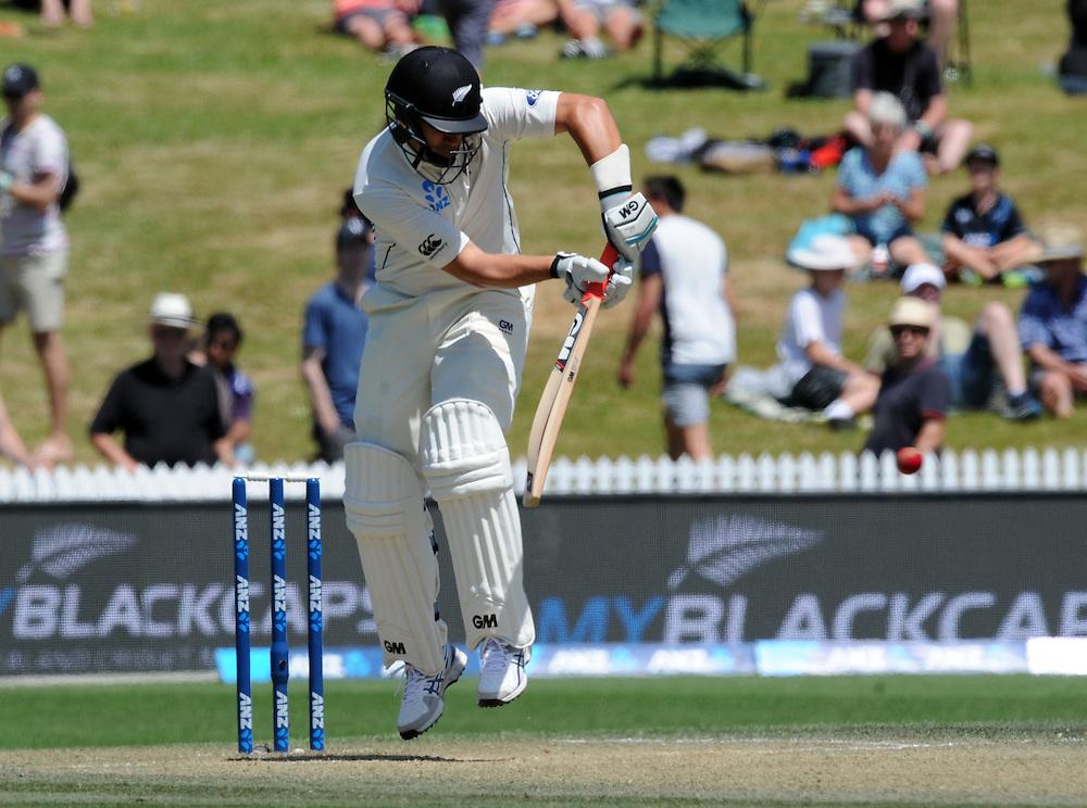 New Zealand's Ross Taylor batting against Sri Lanka on day three of the second International Cricket Test, Seddon Park, Hamilton, New Zealand, Sunday, December 20, 2015. Credit:SNPA / Ross Setford