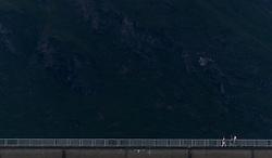 THEMENBILD - Touristen auf der Staumauer Mooserboden im Abendlicht aufgenommen am 15. Juni 2017, Kaprun, Österreich // Tourists on the dam Mooserboden in the evening sun on 2017/06/15, Kaprun, Austria. EXPA Pictures © 2017, PhotoCredit: EXPA/ JFK