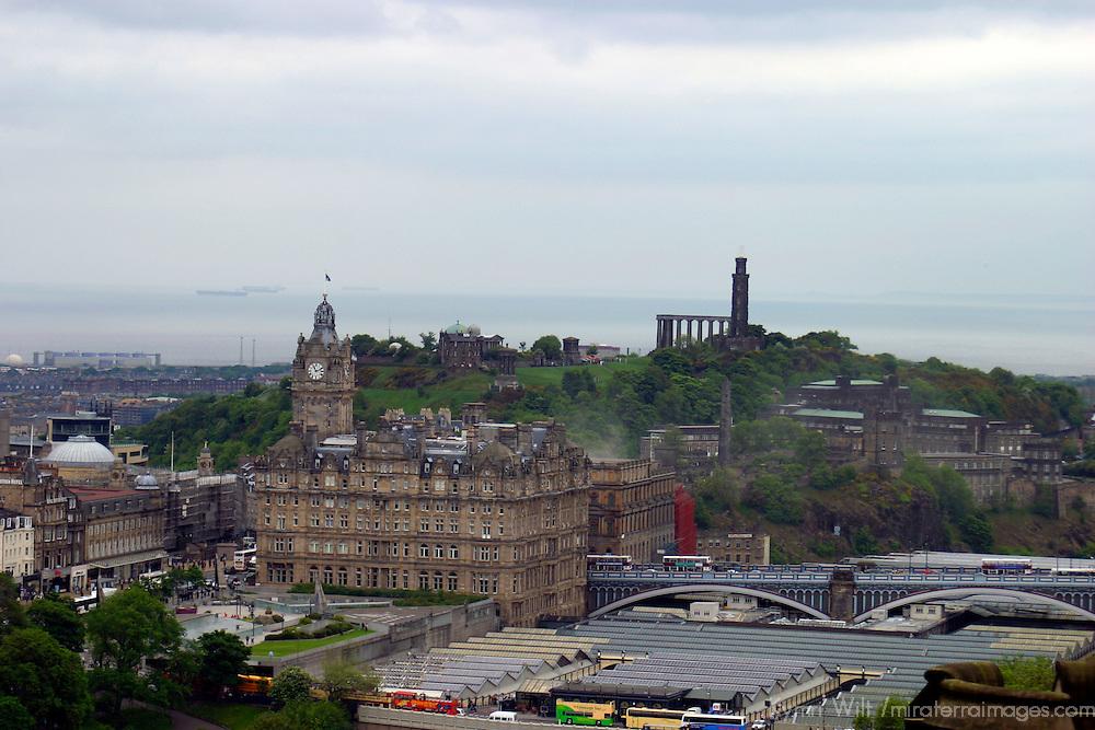 Europe, Great Britain, United Kingdom, Scotland, Edinburgh. Waverly Station and Balmoral Hotel.