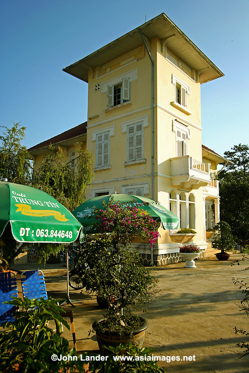 French Colonial Villas in Dalat converted into a cafe - Many of Dalat's French-Colonial villas have been converted into cafes, hotels and restaurants.