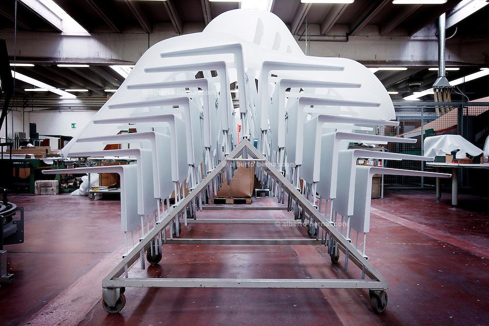 Design  in Brianza, Giussano, Ditta Molteni