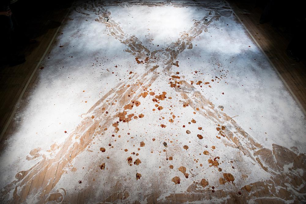 QU&Eacute;BEC PERFORMATIVE 1, La Sala Rossa, La table: Am&eacute;lie Fortin<br /> Windsor-Sud ou Tout le monde sera rendu un faux portugais: On est tu heureux hen.<br /> D&eacute;construction / Construction: Richard Martel