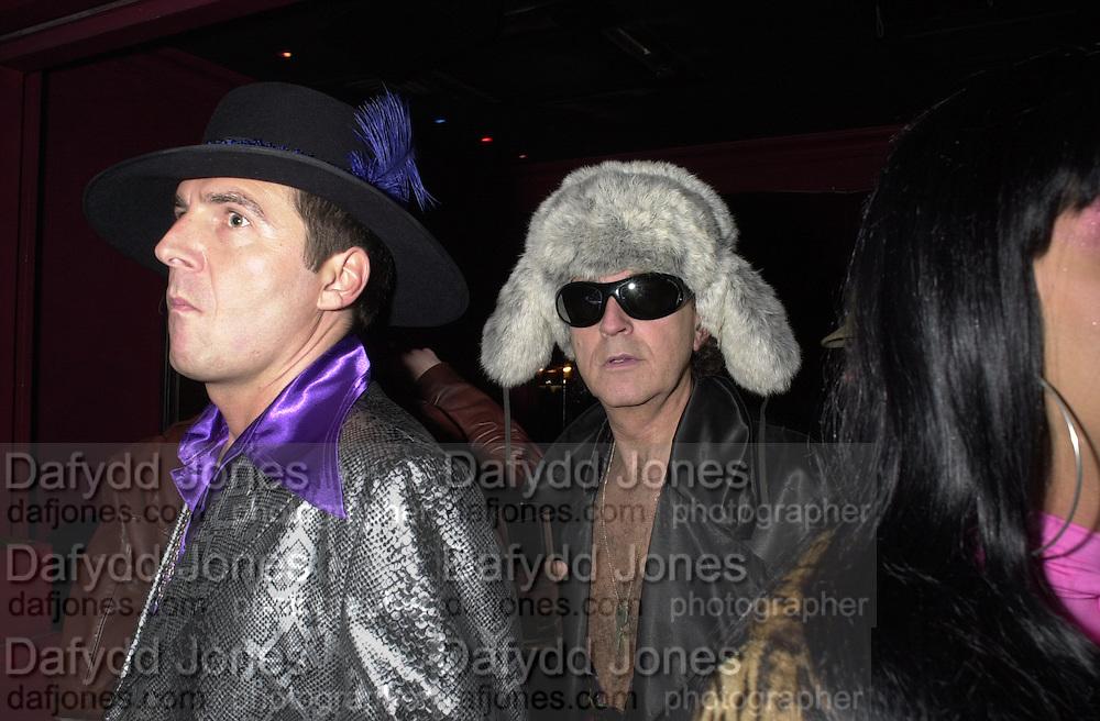 ? and David Shilling. Toni & Guy/M & P models party. Mayfair Club. 7 December 2000. © Copyright Photograph by Dafydd Jones 66 Stockwell Park Rd. London SW9 0DA Tel 020 7733 0108 www.dafjones.com