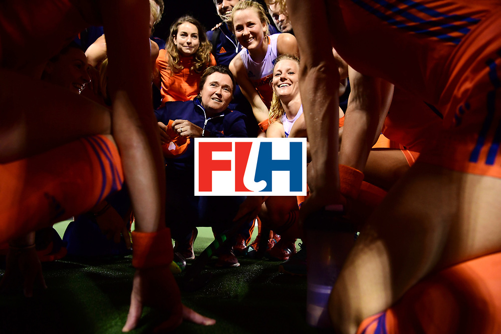AUCKLAND - Sentinel Hockey World League final women<br /> Match id: 10318<br /> 18 NED v KOR (Semi Final)<br /> Foto: Alyson ANNAN Head Coach na de wedstrijd in de groep, naast haar Caia Van Maasakker  en Eva de Goede achter haart.<br /> WORLDSPORTPICS COPYRIGHT FRANK UIJLENBROEK