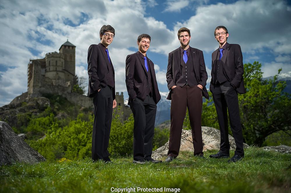 Quatre jeunes hommes de 18 ans ont fond&eacute;, l'&eacute;t&eacute; dernier, un quartet a cappella (2 t&eacute;nors, 2 basses) avec un r&eacute;pertoire allant du chant gr&eacute;gorien aux chants traditionnels suisses. Portrait de ces coll&eacute;giens hors-norme <br /> (PHOTO-GENIC.CH/ OLIVIER MAIRE)