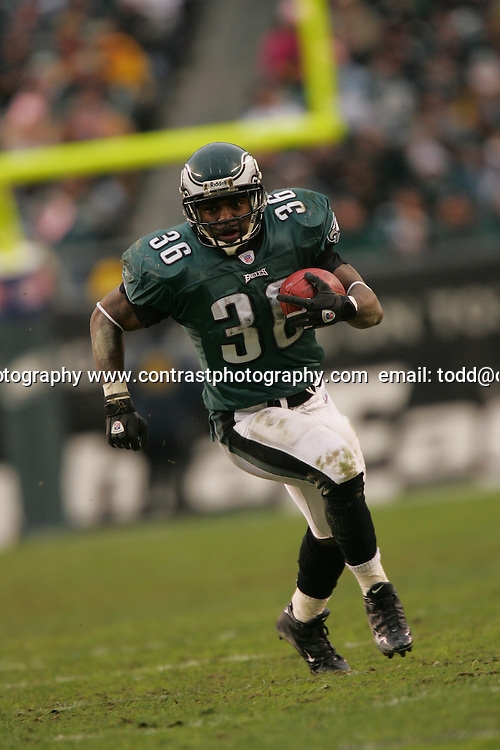 16 Jan 2005:Brian Westbrook of the Philadelphia Eagles during the Philadelphia Eagles 27-14 victory over the Minnesota Vikings at Lincoln Financial Field in Philadelphia, PA. <br /> <br /> Mandatory Credit:Todd Bauders/ContrastPhotography.com