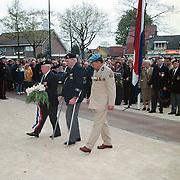 Dodenherdenking 2001 Huizen Naarderstraat,