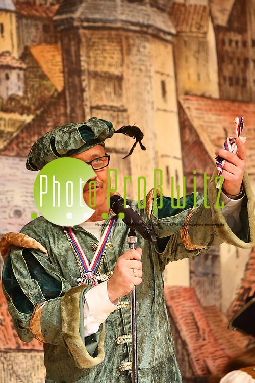 Mannheim 23.01.16 Feudenheim. Kulturhalle. KG Lallehaag Prunksitzung 2016.<br /> - Pr&auml;sident Werner Barth<br /> <br /> Bild: Markus Prosswitz 23JAN16 / masterpress (Bild ist honorarpflichtig - No Model Release!)