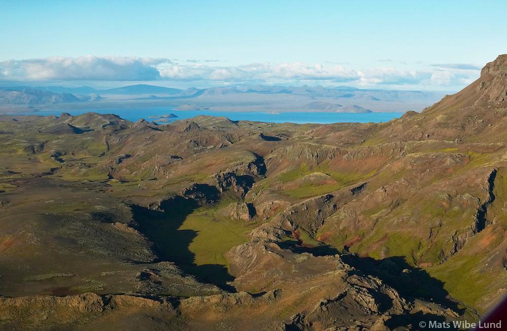 Maradalur, Hengill, Ölfushreppur - séð til norðurs: Þingvallavatn og Skjaldbreiður í baksýni /.Maradalur valley at the roots of mount Hengill, Olfushreppur. Viewing north towards lake Thingvallavatn..#.Nýtt nafn:  Sveitarfélagið Ölfus  /  New name of the municipality: Sveitarfelagid Olfus.