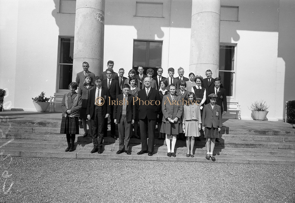 28/04/1966<br /> 04/28/1966<br /> 28 April 1966<br /> President Eamon de Valera presents prizes at Aras an Uachtarain. The President presented the prizes to the winners of competitions for schoolchildren organised by the Golden Jubilee 1916 Committee. The winners from schools all over Ireland competed in competitions for essays and poetry in Irish and English. Picture shows President de Valera with the winners outside the Aras.
