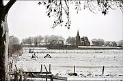 Nederland, Ubbergen, 27-12-2014Sneeuwval in Midden en zuid nederland. Het levert schilderachtige beelden op,zoals hier het kleine dorpje, dorp, persingen in de ooijpolder bij Nijmegen.FOTO: FLIP FRANSSEN/ HOLLANDSE HOOGTE