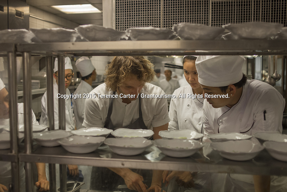 "Ever the perfectionist, Chef Thomas shows the chefs exactly how he wants this starter dish plated. ""They need to be *perfect*, he says"". Copyright 2015 Terence Carter / Grantourismo. All Rights Reserved."