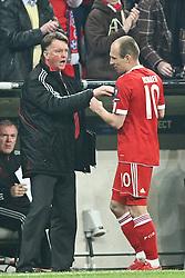 21-04-2010 VOETBAL: BAYERN MUNCHEN - OLYMPIQUE LYON: MUNCHEN<br /> Halve finale Champions League / Arjen Robben scoort de 1-0 en wordt daarna door Louis vab Gaal gewisseld waar Robben het niet eens mee was<br /> ©2010-FRH-nph / Straubmeier