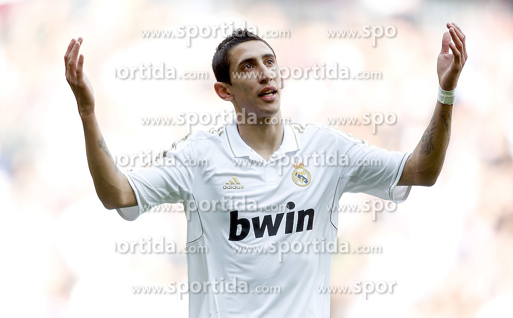 06.11.2011, Santiago Bernabeu Stadium, Madrid, ESP, Primera Division, Real Madrid vs CA Osasuna, im Bild  Real Madrid's Angel Di Mariad dejected // during Primera Division league football match between Real Madrid an CA Osasuna at Santiago Bernabeu Stadium, Madrid, Spain on 06/11/2011. EXPA Pictures © 2011, PhotoCredit: EXPA/ Alterphoto/ Alvaro Hernandez +++++ ATTENTION - OUT OF SPAIN/(ESP) and OUT OF SWISS/(SUI) ++++