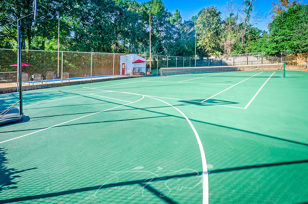 The tennis court at Four Seasons apartments is pictured, Nov. 24, 2015, in Mobile, Alabama. The apartment complex, managed by Sealy Management Co., is located on East Drive. (Photo by Carmen K. Sisson/Cloudybright)