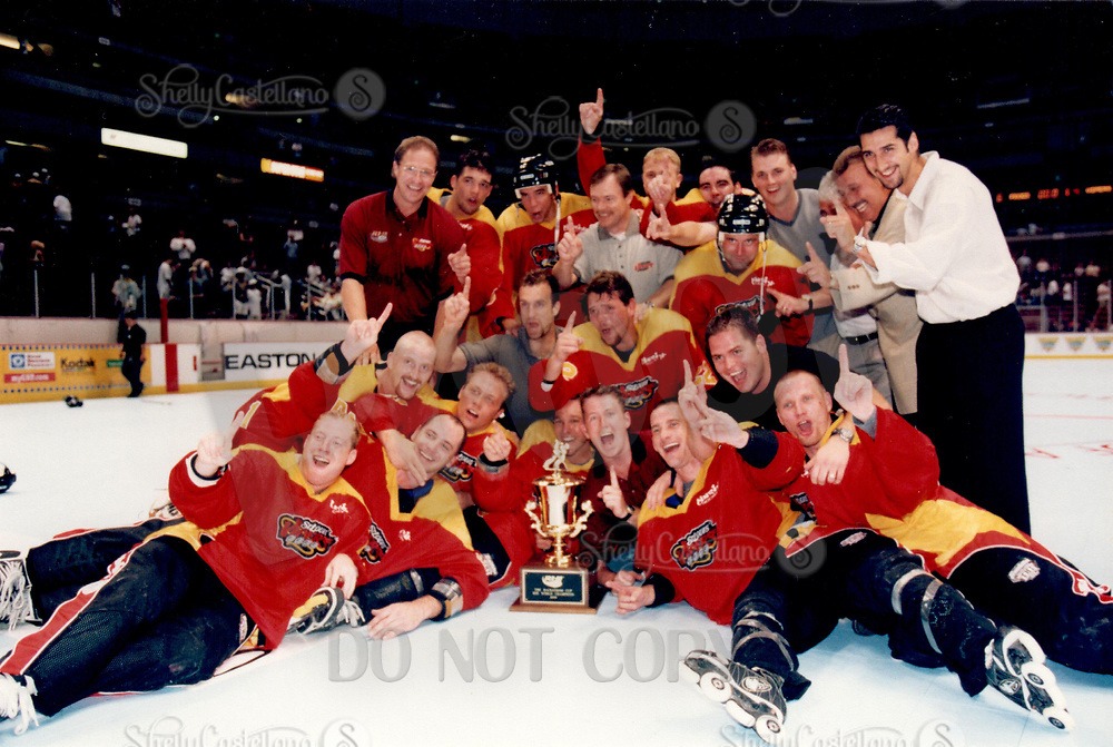 22 August 1999 RHI St. Louis Vipers beat the Anaheim Bullfrogs 8-6 at the Arrowhead Pond in Anaheim for the Championship.  &copy;ShellyCastellano  <br /> Roll 4 frame 21 color negative