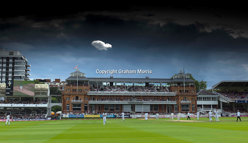 Lonely as a cloud...during the final npower Test Match between England and Pakistan at Lord's.  Photo: Graham Morris (Tel: +44(0)20 8969 4192 Email: sales@cricketpix.com) 28/08/10