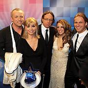 NLD/Hilversum/20080301 - Finale Idols 2008, jury, Jerney Kaagman, Gordon Heuckeroth, John Ewbank en Eric van Tijn met winnares Nikki