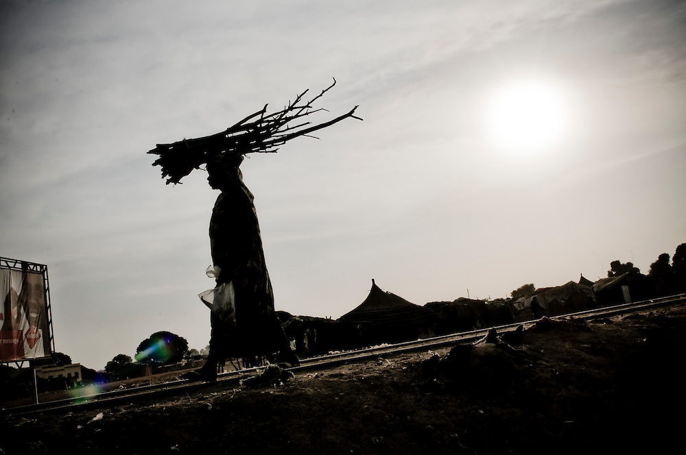 A woman carries wood in the Southern Sudanese town of Aweil. Sudan recently voted on whether or not to remain with the North or to set out alone as the world's newest nation. (© William B. Plowman)
