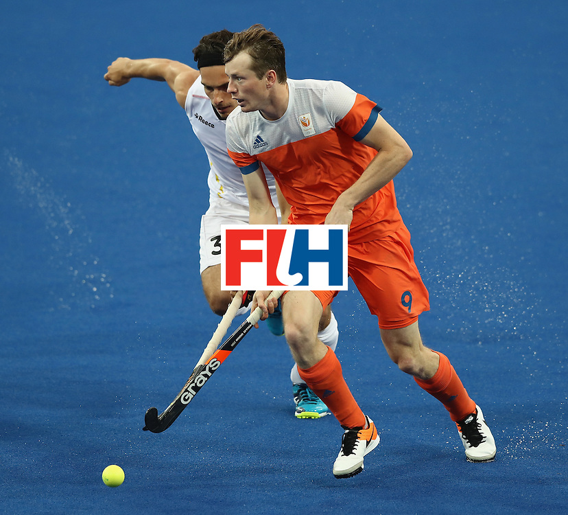 RIO DE JANEIRO, BRAZIL - AUGUST 16:  Seve van Ass of the Netherlands moves away from Tanguy Cosyns (L) during the Men's semi final hockey match between Belgium and the Netherlands on Day 11 of the Rio 2016 Olympic Games held at the Olympic Hockey Centre on August 16, 2016 in Rio de Janeiro, Brazil.  (Photo by David Rogers/Getty Images)