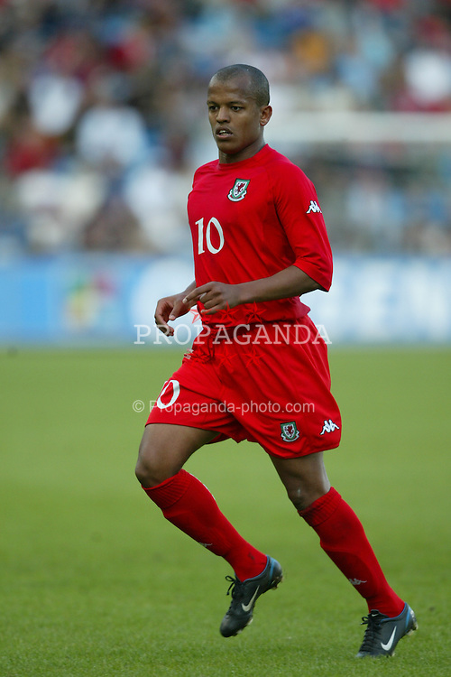 OSLO, NORWAY - Thursday, May 27, 2004:  Wales' Robert Earnshaw in action against Norway during the International Friendly match at the Ullevaal Stadium, Oslo, Norway. (Photo by David Rawcliffe/Propaganda)