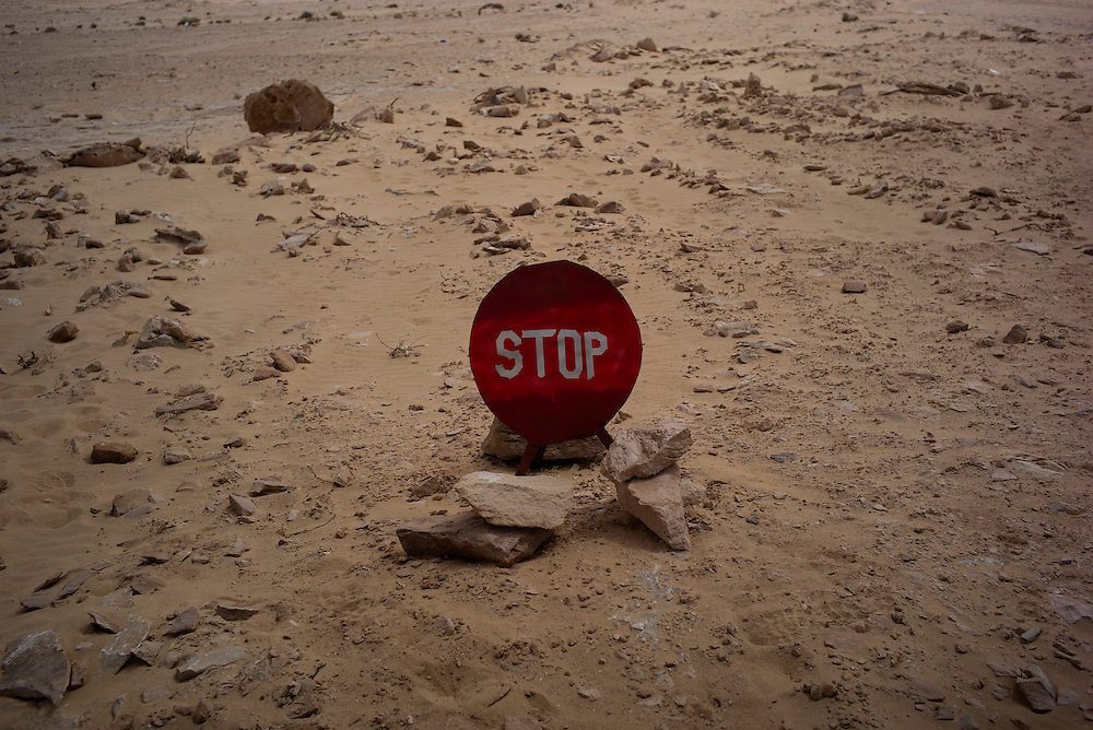 Western sahara/Guerguerat 2016-10-17<br /> A Stop sign at the check point which Polisario set up to block any further construction of the road.