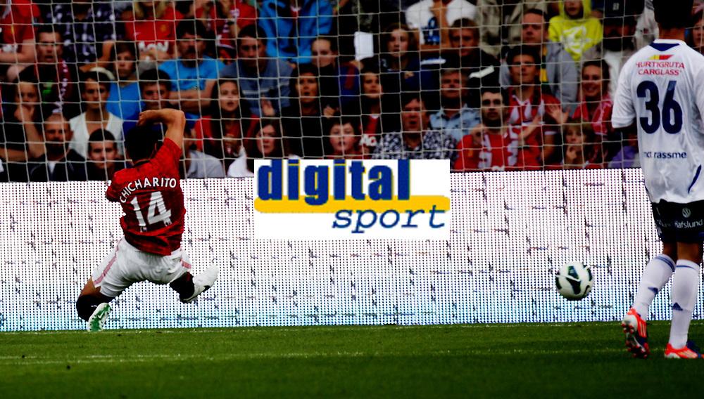 Fotball<br /> Oppvisningskamp<br /> Ullev&aring;l Stadion 05.08.12<br /> V&aring;lerenga - MAnchester United<br /> Javier Hernandez rekker ikke fram<br /> Foto: Eirik F&oslash;rde