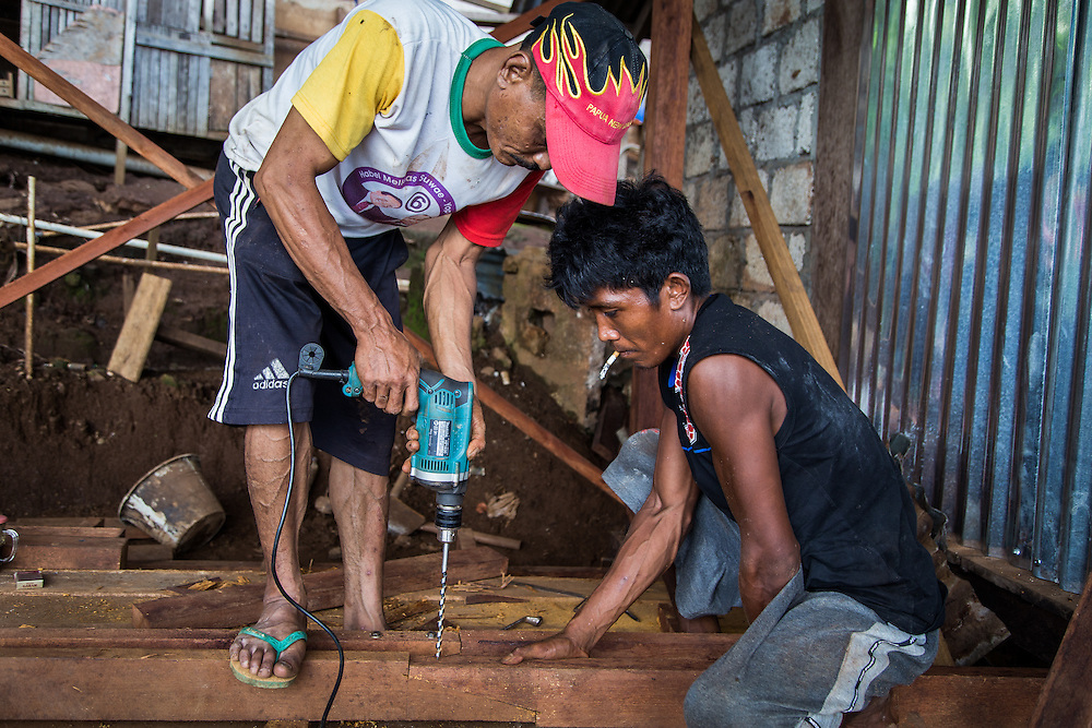 To expand his busines, Pak Jhon is building a couple of additional rooms to his house to be rented out.