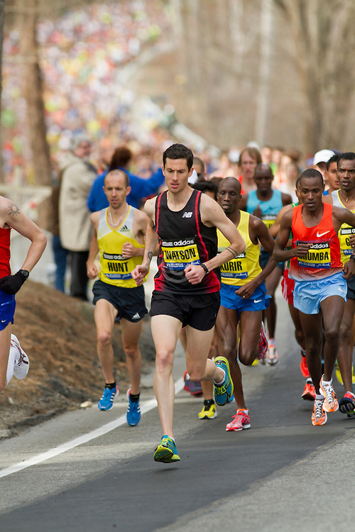 2013 Boston Marathon: elite runners lead at start of race as 23,000 others follow