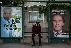 31.05.2015, Graz, AUT, Landtagswahl in der Steiermark, im Bild ein Passant auf einer Bushaltestelle mit Wahlkampfplakaten von Hermann Schützenhöfer (Steirische Volkspartei) und Franz Voves (Sozialdemokratische Partei, Landeshauptmann) // during the state parliament election day i Graz, Austria on 2015/05/31. EXPA Pictures © 2015, PhotoCredit: EXPA/ Dominik Angerer
