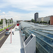 Stazione ferroviaria di Porta Susa lungo il viale della Spina Centrale di Torino <br /> <br /> Torino 16 giugno 2016