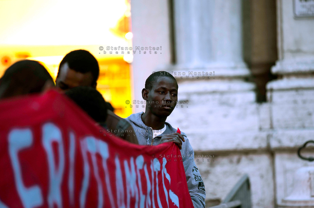 Roma 18 Marzo 2010 .Manifestazione  dei lavoratori africani di Rosarno davanti alla Prefettura di Roma per richiedere il rilascio del Permesso di Soggiorno..Rome March 18, 2010.Manifestation of African workers, of Rosarno, front of the Prefecture of Rome to request the issuance of the Permit of Stay