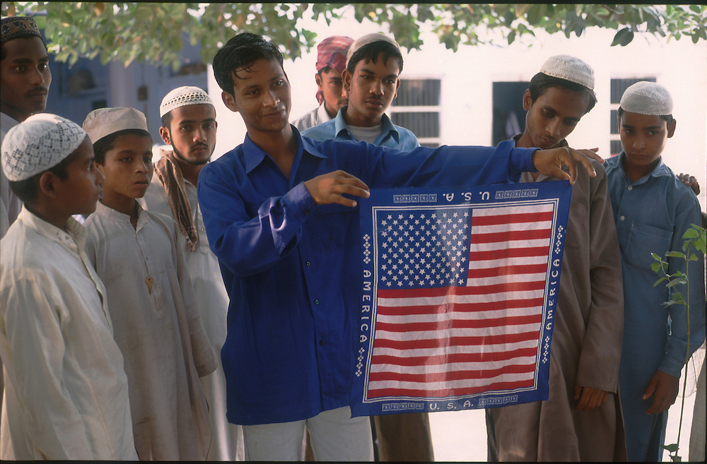 photo: Nadav Neuhaus.roots of the Taliban.India, October 2001..Behraich, Basti and Siddharthnagar are three districts of the Uttar Pradesh having international border with Nepal have a number of Madarsas..Children with the flag of the USA.