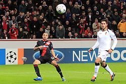 19.10.2011, BayArena, Leverkusen, GER, UEFA CL, Gruppe E, Bayer Leverkusen (GER) vs Valencia CF (ESP), im Bild.Sidney Sam (Leverkusen #18) (R) schaut dem Ball hinterher zum 2:1 gegen Diego Alves (Torwart Valencia) ..// during the UEFA CL, group E, Bayer 04 Leverkusen (GER) vs Valencia CF (ESP) on 2011/10/19, at BayArena, Leverkusen, Germany. EXPA Pictures © 2011, PhotoCredit: EXPA/ nph/  Mueller       ****** out of GER / CRO  / BEL ******