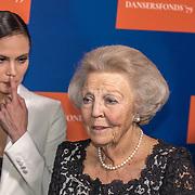 NLD/Amsterdam/20191114 - Prinses Beatrix en Prinses Margriet bij jubileum Dansersfonds, Prinses Beatrix en Igone de Jongh