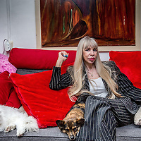 Nederland, Amsterdam, 20 mei 2016.<br />Metje Blaak (66) is schrijfster, filmmaker en fotograaf, maar was in het verleden ook prostituee en vertelde hier meermalen openlijk over in de media. Na meer dan tien boeken vond Metje het tijd voor de autobiografie Wij Metje Blaak, een boek over haar turbulente leven als prostituee, maar ook over&nbsp;de tijd daarna. &quot;De wereld buiten de prostitutie is harder dan daarbinnen.&quot;&nbsp;<br /><br /><br /><br />Foto: Jean-Pierre Jans