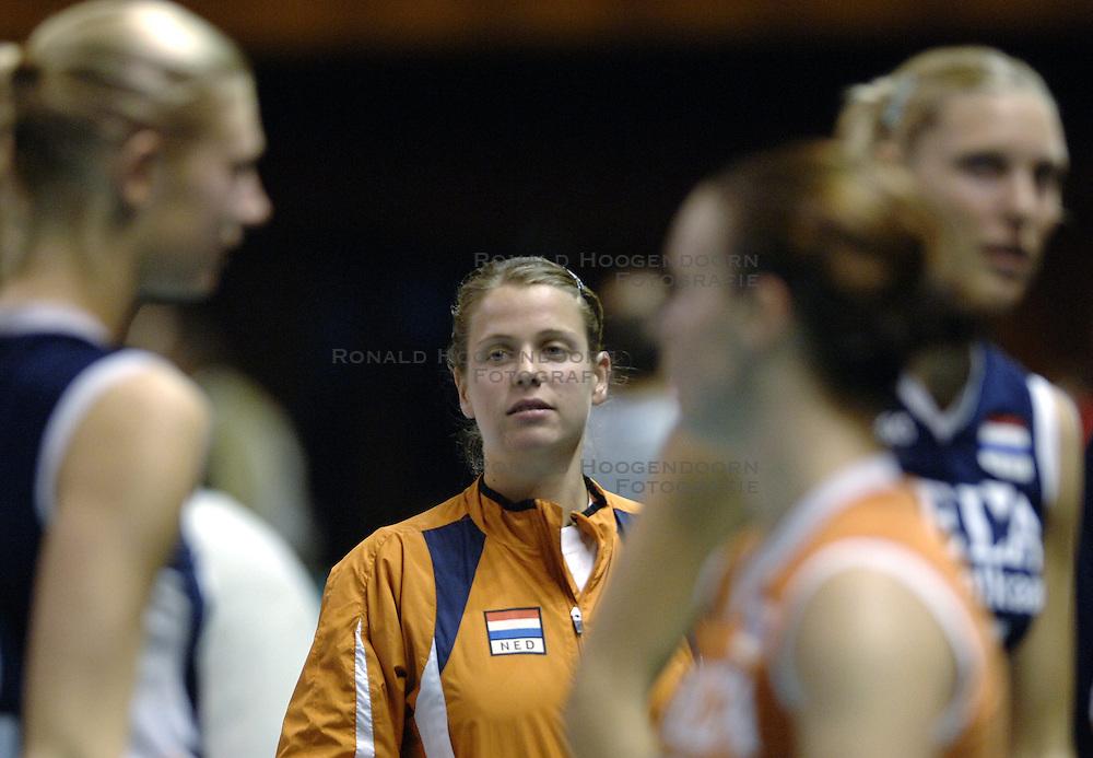 27-09-2006 VOLLEYBAL: KWALI WGP2007: NEDERLAND - BULGARIJE: VARNA<br /> Nederland wint vrij eenvoudig van Bulgarije met 3-0 / Elke Wijnhoven<br /> &copy;2006: WWW.FOTOHOOGENDOORN.NL