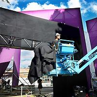 Nederland, Amsterdam , 8 augustus 2013.<br /> Opbouw van 1 van de podia van het Loveland festival in Sloterpark.<br /> <br /> Foto:Jean-Pierre Jans