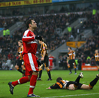 Photo: Andrew Unwin.<br />Hull City v Middlesbrough. The FA Cup. 06/01/2007.<br />Middlesbrough's Mark Viduka (L) rues a missed opportunity.