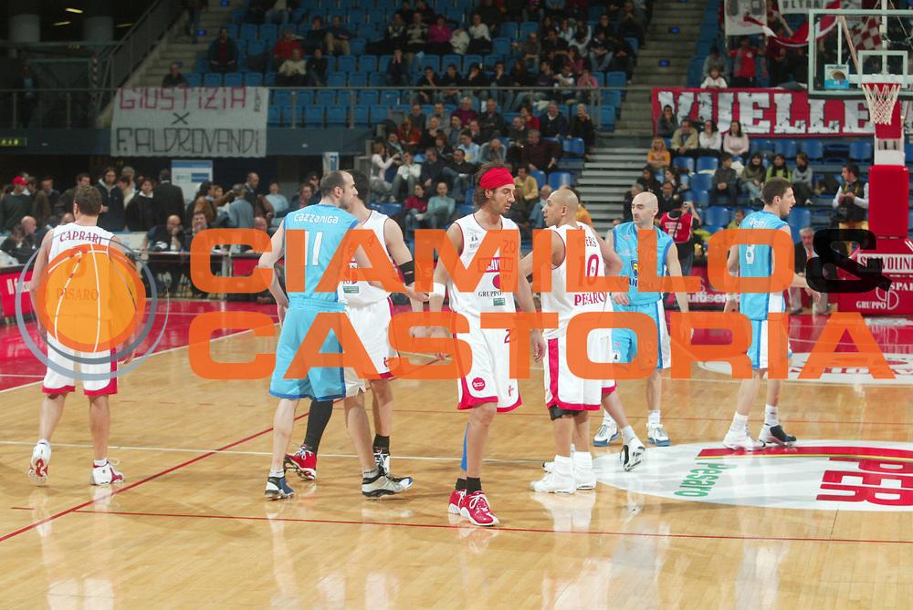 DESCRIZIONE : Pesaro Serie B Eccellenza 2005-06 Vanoli Soresina Scavolini Pesaro <br /> GIOCATORE : Team Pesaro Team Soresina <br /> SQUADRA : Scavolini Pesaro <br /> EVENTO : Campionato Serie B Eccellenza 2005-2006 Coppa Italia Finale <br /> GARA : Vanoli Soresina Scavolini Pesaro <br /> DATA : 11/04/2006 <br /> CATEGORIA : Ritratto <br /> SPORT : Pallacanestro <br /> AUTORE : Agenzia Ciamillo-Castoria/M.Marchi