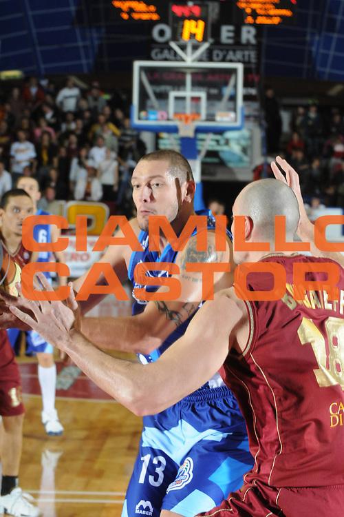 DESCRIZIONE : Venezia Lega A2 2008-09 Umana Reyer Venezia Roseto 1946 <br /> GIOCATORE :  Marco Pazzi<br /> SQUADRA : Pallacanestro Roseto 1946<br /> EVENTO : Campionato Lega A2 2008-2009 <br /> GARA : Umana Reyer Venezia Roseto 1946<br /> DATA : 30/11/2008<br /> CATEGORIA : Passaggio<br /> SPORT : Pallacanestro <br /> AUTORE : Agenzia Ciamillo-Castoria/M.Gregolin