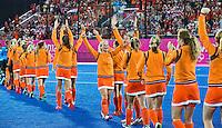 LONDEN - Vreugde bij Oranje, vrijdag na de Olympische hockeyfinale bij de vrouwen tussen Nederland en Argentinie.  ANP KOEN SUYK