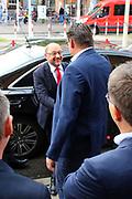 Mannheim. 19.09.17 | SPD-Kanzlerkandidat Martin Schulz im Capitol Mannheim.<br /> Im Wahlkampf zur Bundestagswahl unterstützt Kanzlerkandidat Martin Schulz Mannheims SPD Bundestagsabgeordneter Stefan Rebmann.<br /> - Martin Schulz wird bei der Ankunft begrüßt.<br /> <br /> BILD- ID 2413 |<br /> Bild: Markus Prosswitz 19SEP17 / masterpress (Bild ist honorarpflichtig - No Model Release!)