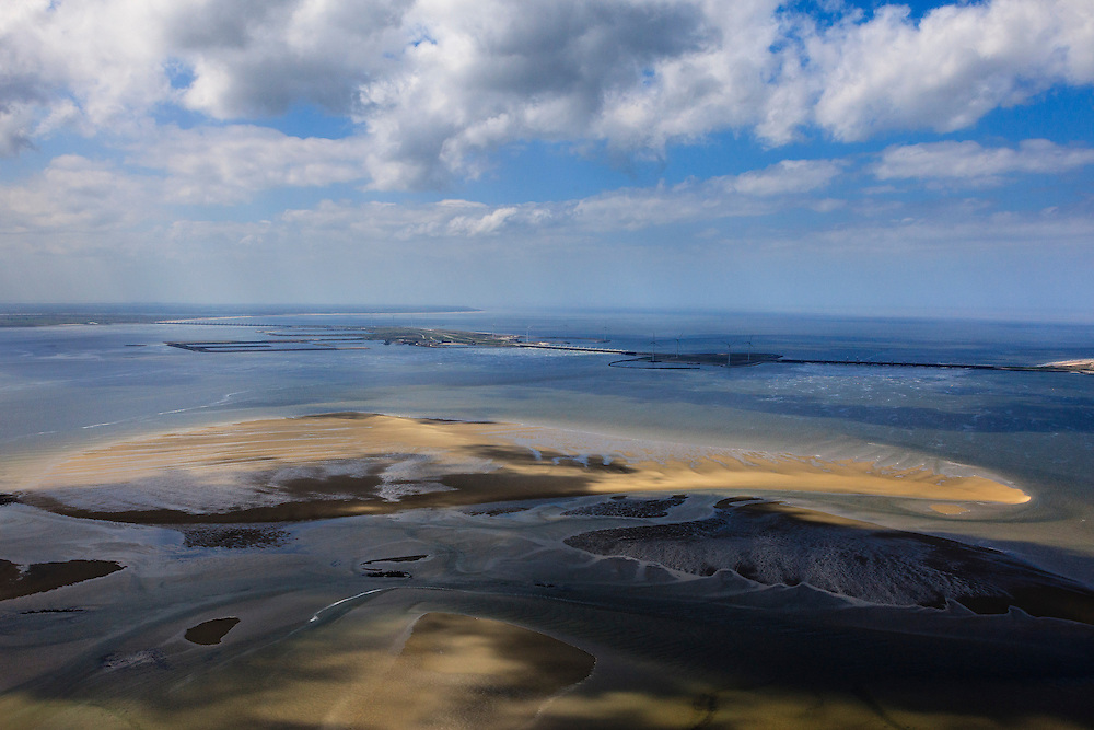 Nederland, Zeeland, Oosterschelde, 09-05-2013; Roggenplaat in de Oosterschelde, gezien naar de Oosterscheldkering. De zandplaat is sinds de bouw van de stormvloedkering kleiner geworden ten gevolg van de zandhonger.<br /> Roggenplaat. SInce the construction of the Eastern Scheldt storm surge barrier, the sandbank has decreased in size due to the 'sand hunger'.<br /> luchtfoto (toeslag op standard tarieven)<br /> aerial photo (additional fee required)<br /> copyright foto/photo Siebe Swart