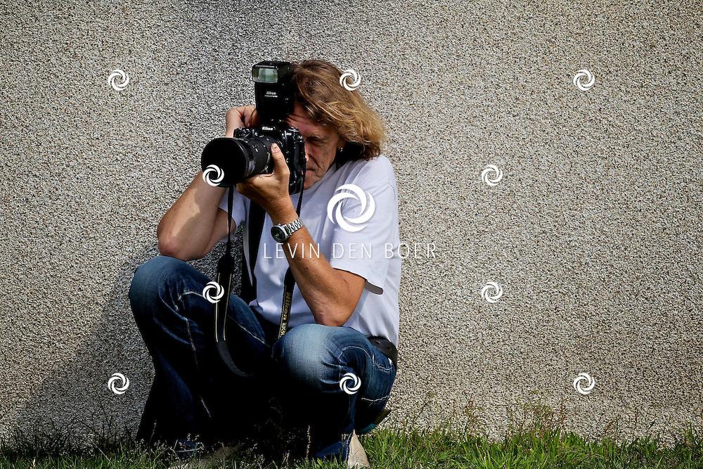 RADIO KOOTWIJK - Op de filmset van de nieuwe film Mega Mindy en de Snoepbaron. Met op de foto fotograaf Theo Smit. FOTO LEVIN DEN BOER - PERSFOTO.NU