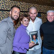 NLD/Amsterdam/20200210 -  Boekpresentatie Donny Roelvink, Dave, moeder Lucienne Kenter, Donny en vader Dries Roelvink